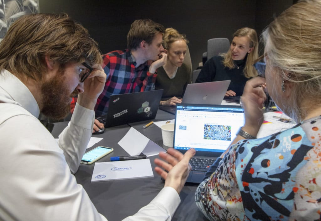 Consultants collaborate during hackathon on Computas day