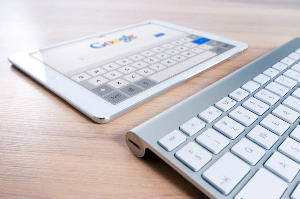 Ipad med Google logo