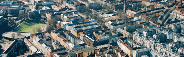 bilde av by i fugleperspektiv